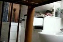 Mia mamma spiata in bagno